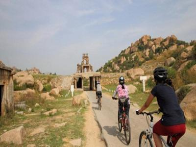 Hampi+%26amp%3B+Badami+Cycling+Tour image